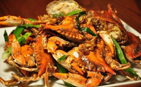Stir Fried Crabs with Ginger and Scallions
